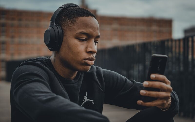 How Prolonged Use of Earphones Affect Our Health